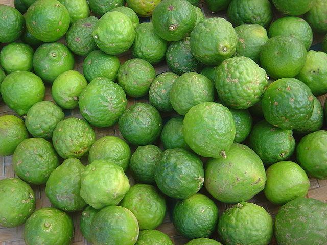 "Combawa © ""Citrus hystrix dsc07772"" Creative Commons Attribution - Share Alike 3.0 via Wikimedia Commons"