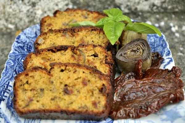 Cake aux artichauts et tomates séchées