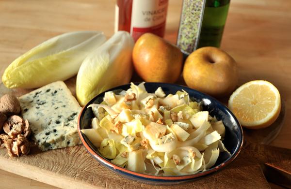 Salade d'endives, pommes, noix, Roquefort