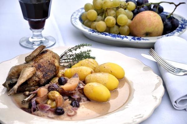 Cailles aux raisins et aux pommes
