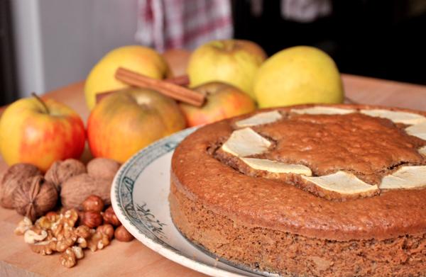 Gâteau aux pommes-noix-noisettes