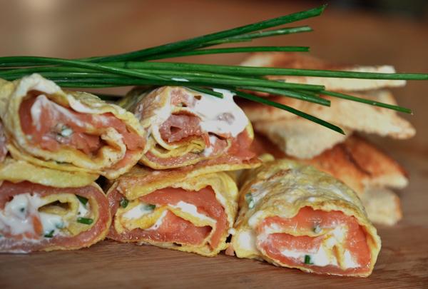 Omelette roulée au saumon