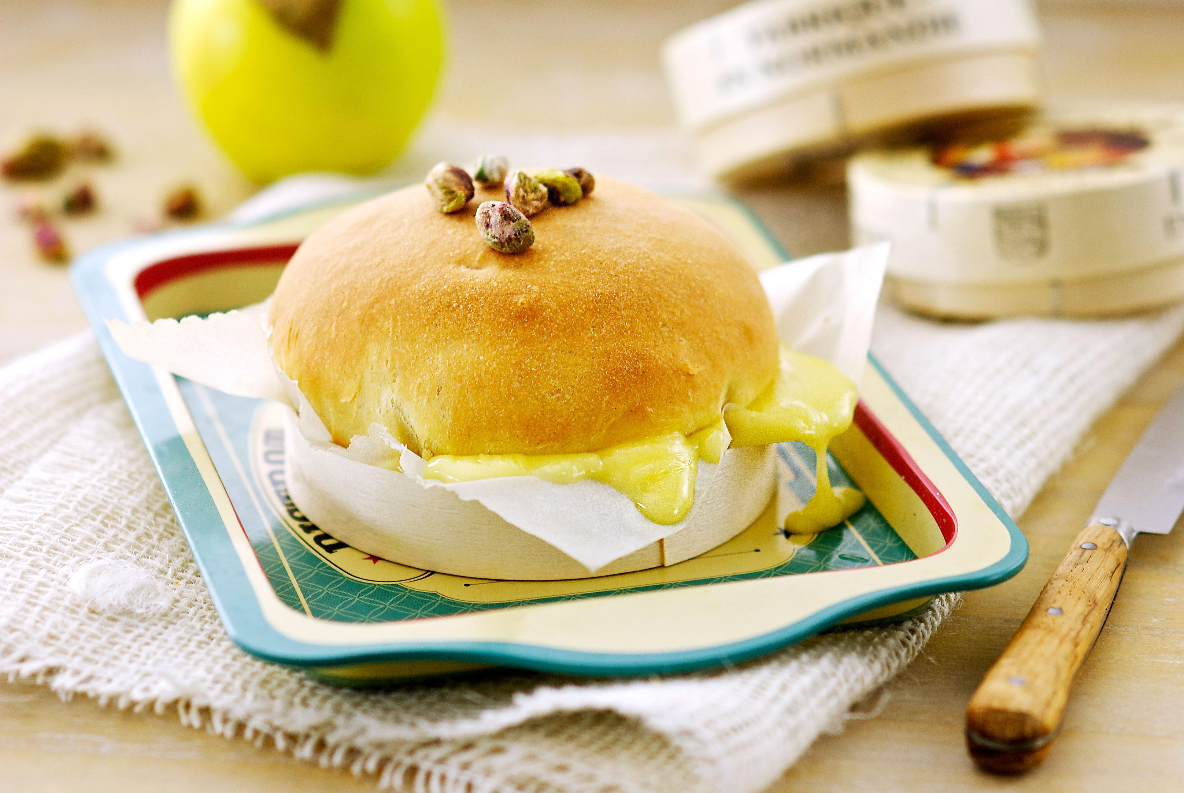 Camembert brioché
