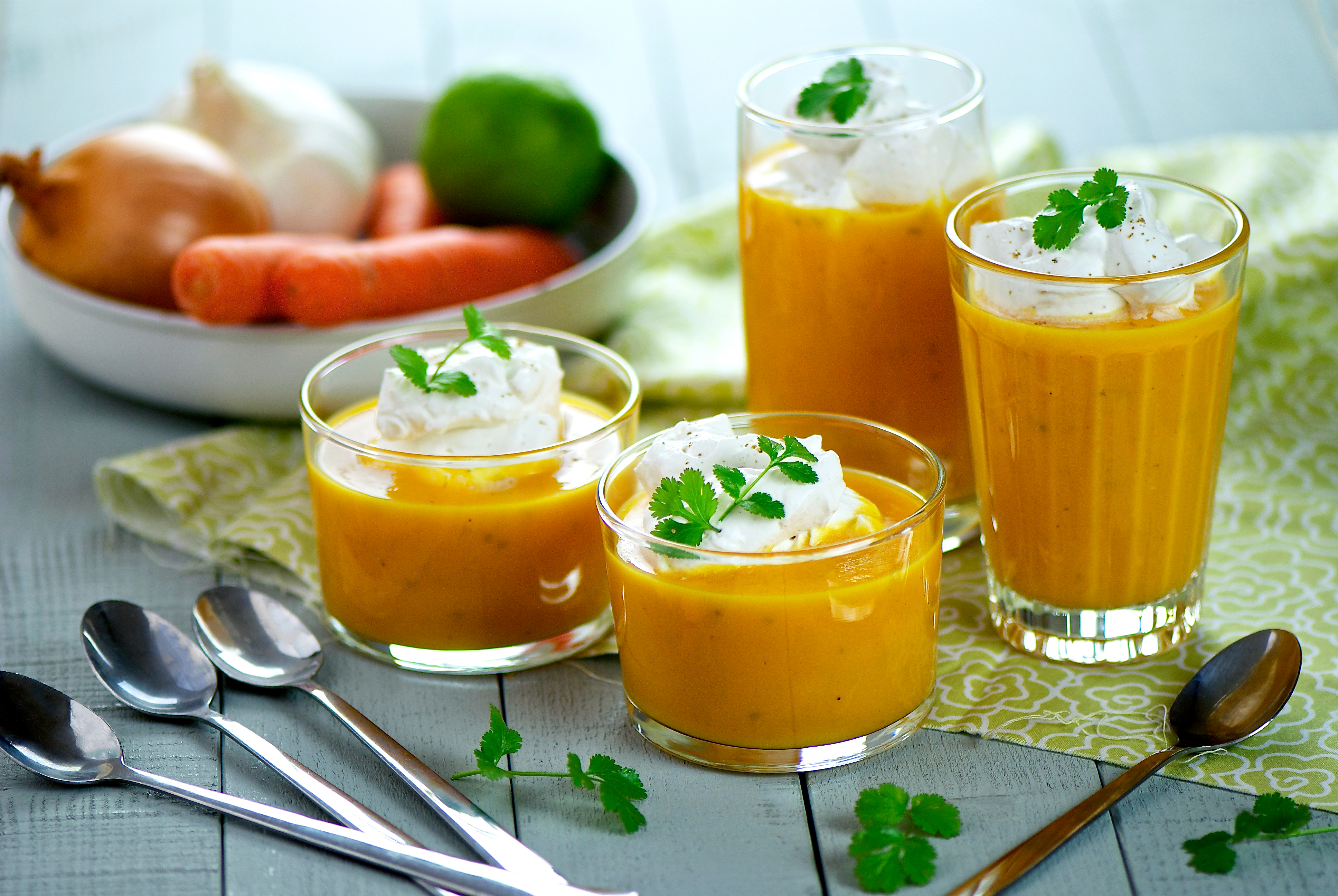 Gaspacho de carottes, citron vert et crème de coriandre