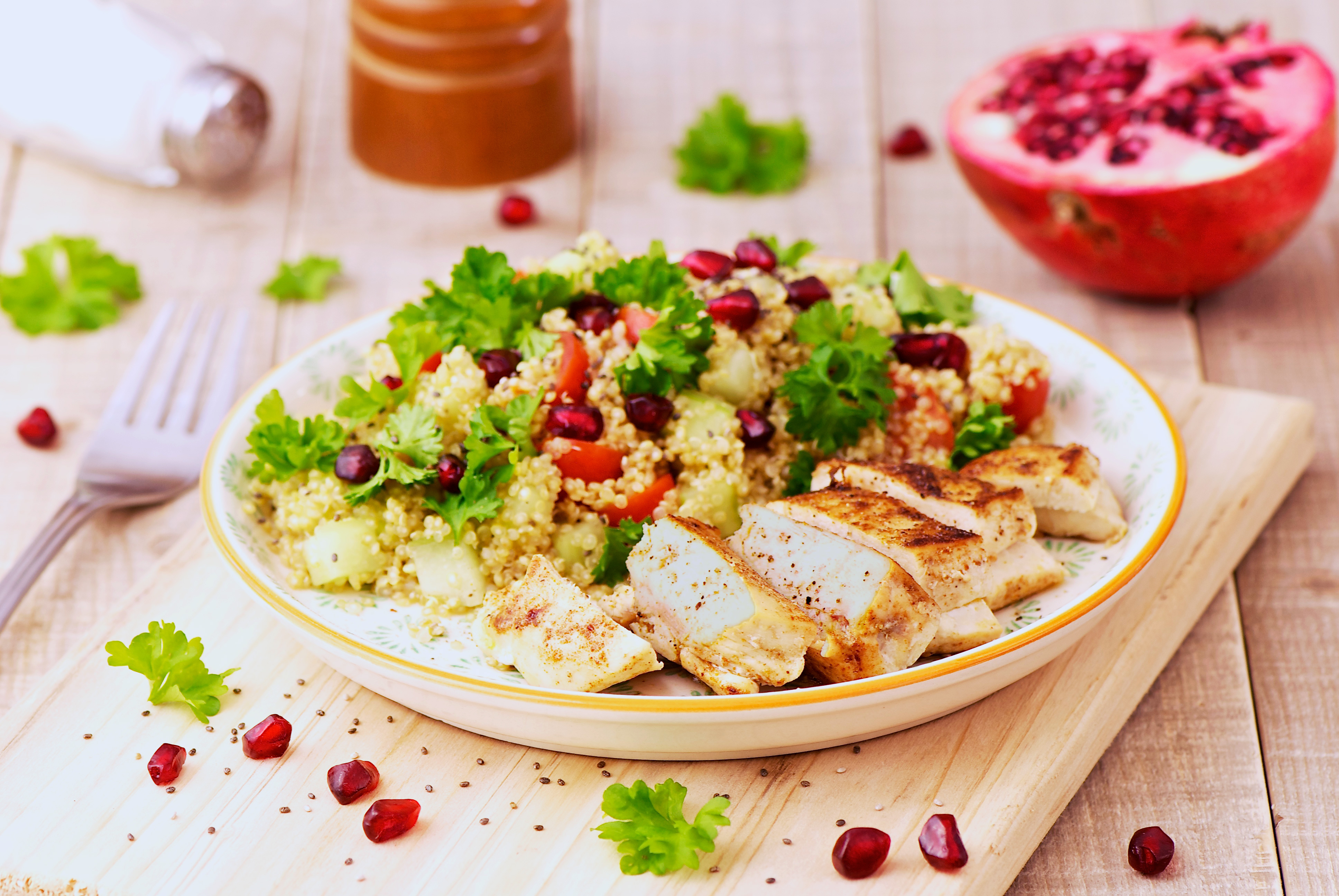 Filets de poulet épicés et taboulé de quinoa