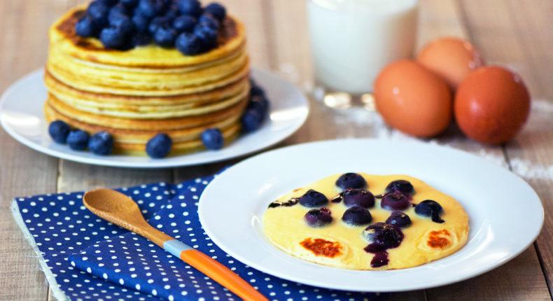 Pancakes au lait fermenté et aux myrtilles