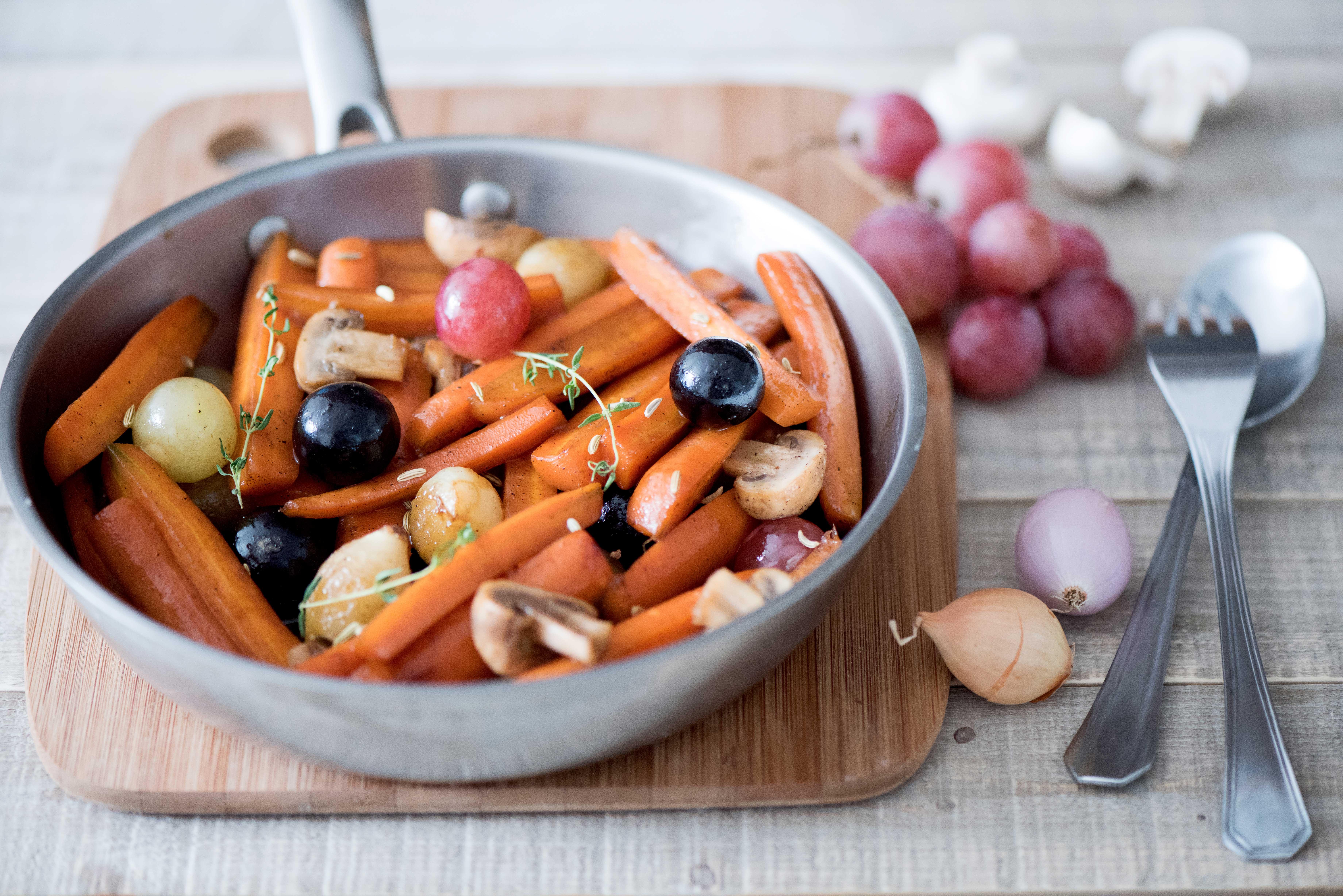 Poêlée de carottes et champignons aux raisins et fenouil