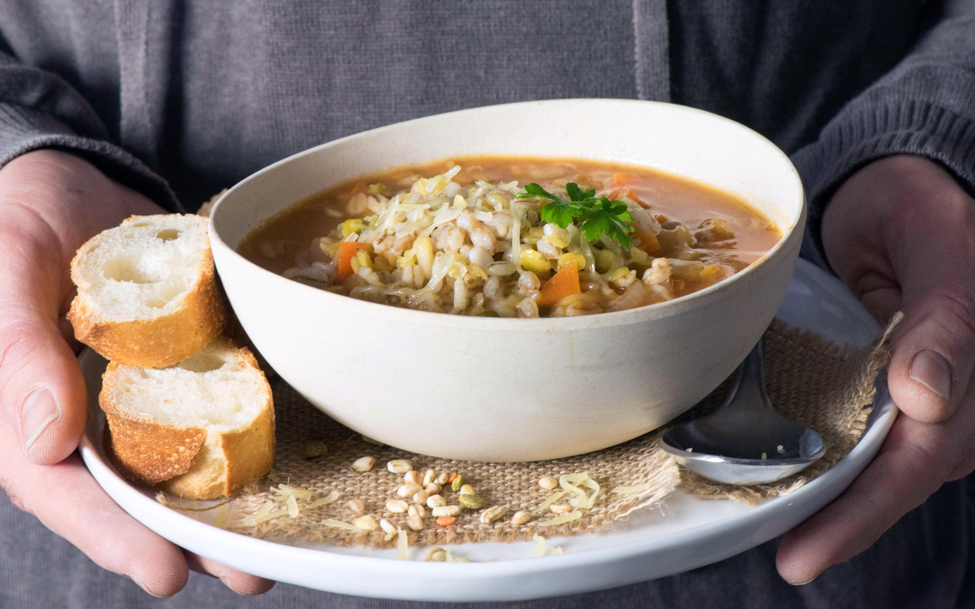 Soupe de légumes, graines, céréales ...