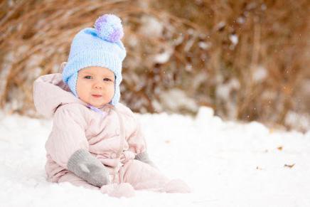 Les bébés nordiques font la sieste sous la neige et dorment dans des boîtes en carton