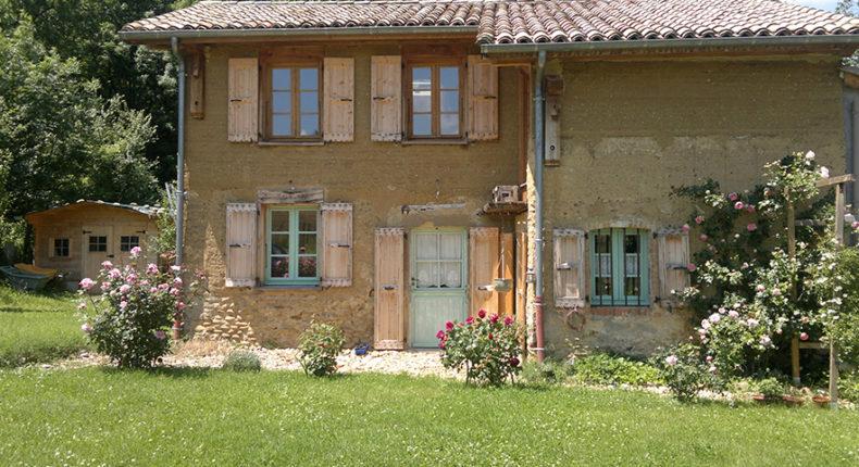 Maison en pisé d' Yves et Françoise Monnier.