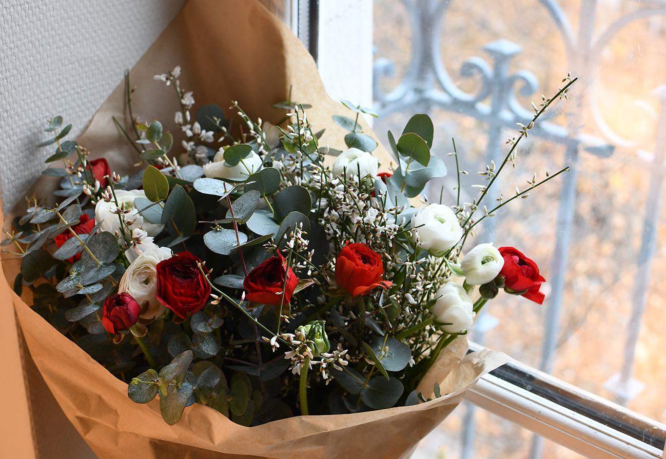 Bouquet De Noel Avec Du Houx rouge et vert, un bouquet aux couleurs de noël. - mon