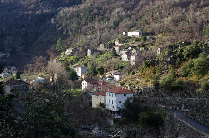 Le petit village de Pied-de-Borne compte 177 habitants © DB