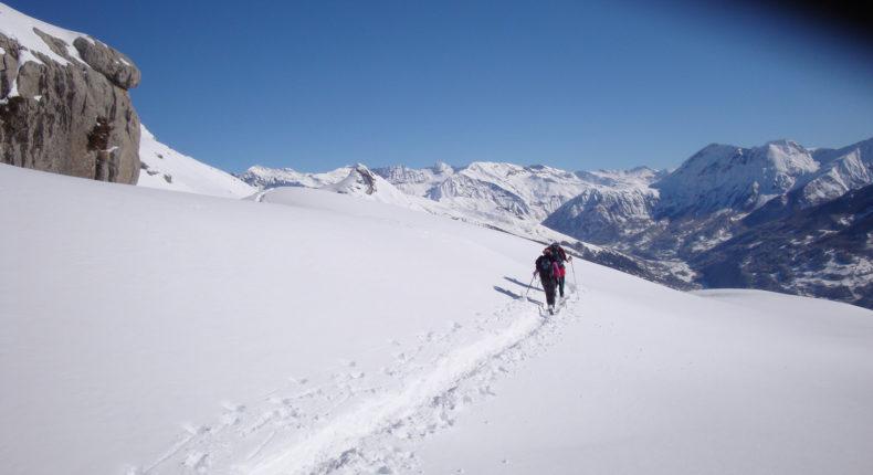 Rando raquettes dans les Hautes-Alpes a© Guilheamette Dhoyer