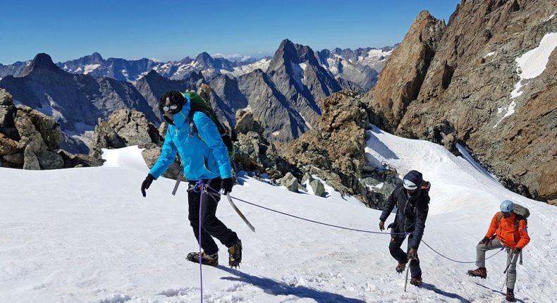 82-4000 milite pour que l'alpinisme soit pratiquable par tous.