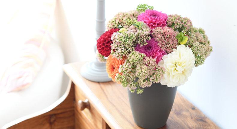 Bouquet de dahlias et de sédums | DR Mon Quotidien Autrement | L. Poisson