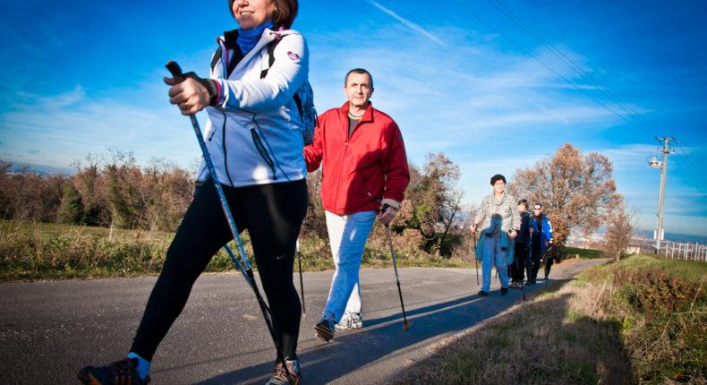 Pratiquer la marche nordique est notamment bénéfique pour la santé. Crédits Giorgio Minguzzi