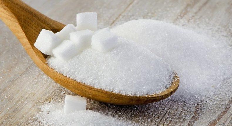 Selon l'OMS, il faudrait limiter sa consommation de sucre à 50 g par jour.