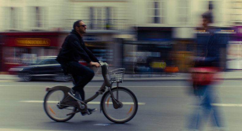 Remplacer la voiture par le vélo sur les trajets courts permet de réduire ses émissions de 0,32 tonnes de Co2 par an en moyenne. © Leo Rey