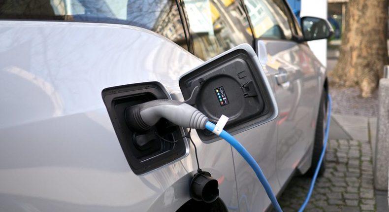 Les voitures électriques représentent 2,5 % des nouvelles immatriculations en France.