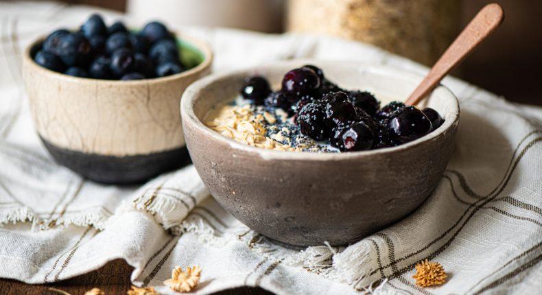Porridge à la camomille, aux myrtilles et aux graines de pavot - DR Mon Quotidien Autrement - E. Montuclard