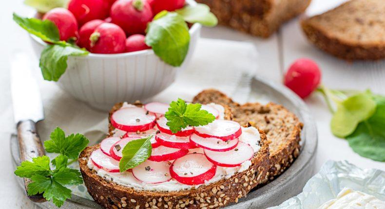 Tartines au radis et fromage frais - DR Mon Quotidien Autrement - E. Montuclard