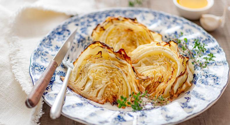 Tranches de chou rôties au beurre et à l'ail - DR Mon Quotidien Autrement - © Emilie Montuclard