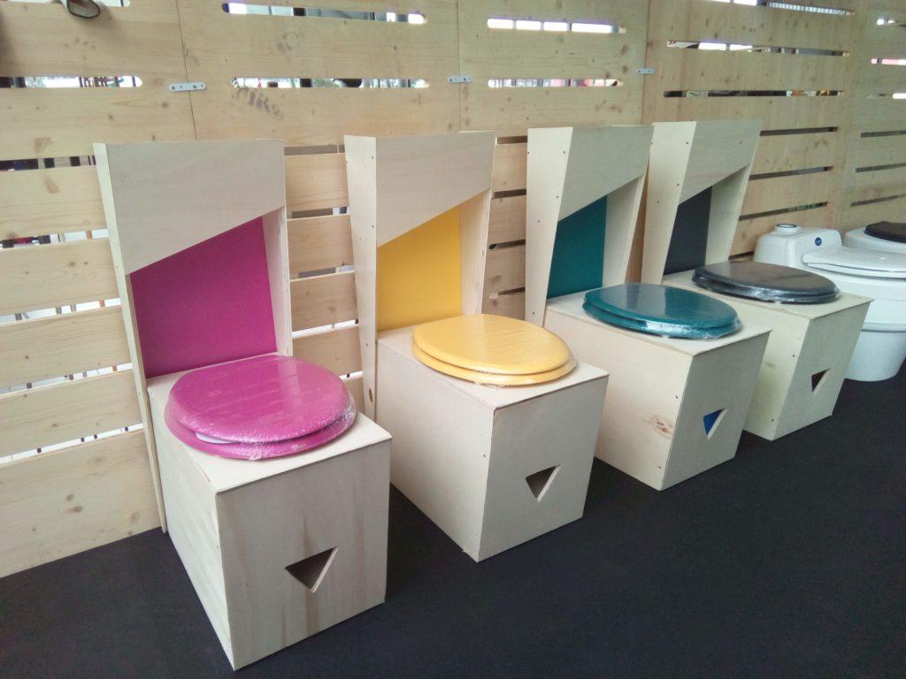 Les toilettes sèches imaginées par Un petit coin de paradis.